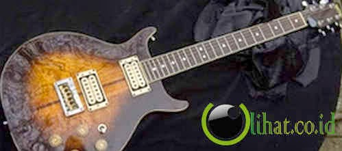 BOB MARLEY CUSTOM MADE WASHBURN 22 SERIES HAWK
