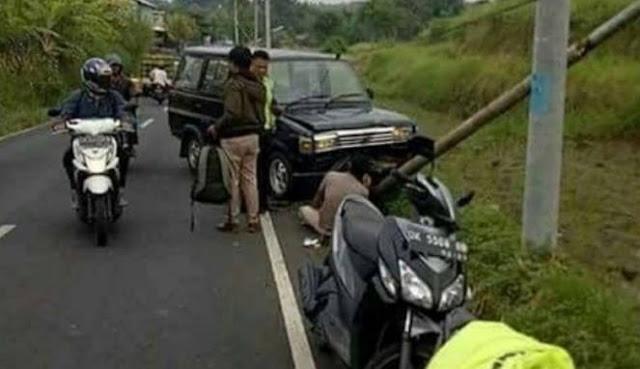 Heboh Kijang Lawas Kecelakaan, yang Roboh Tiang Listriknya