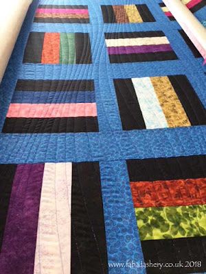 'Modern Curves' quilting pattern on Sue's Quilt