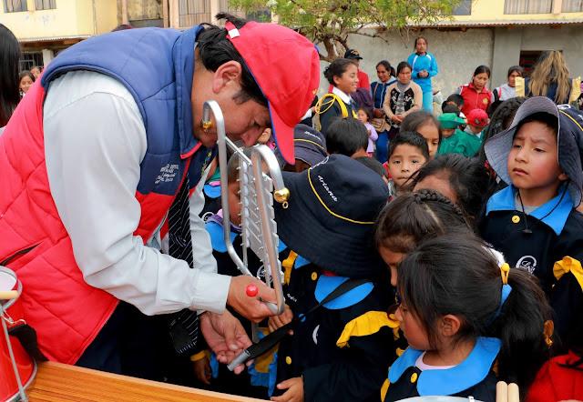 Alcalde Aldrin Zárate entregó instrumentos musicales a tres jardines de El Tambo