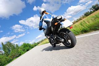 Montar en moto en verano: consejos para no pasar calor - Fénix Directo Blog
