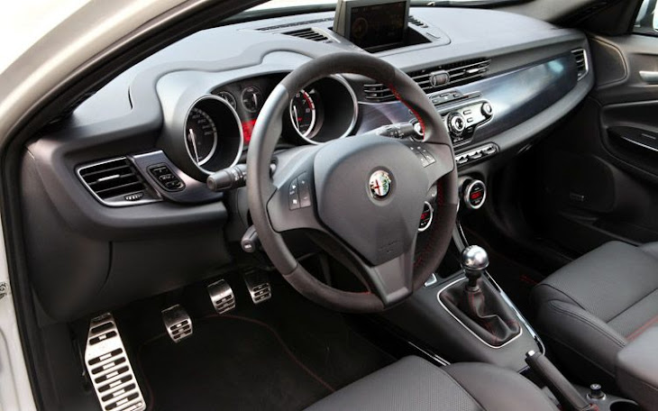 Car Overview: 2013 Alfa Romeo Giulietta