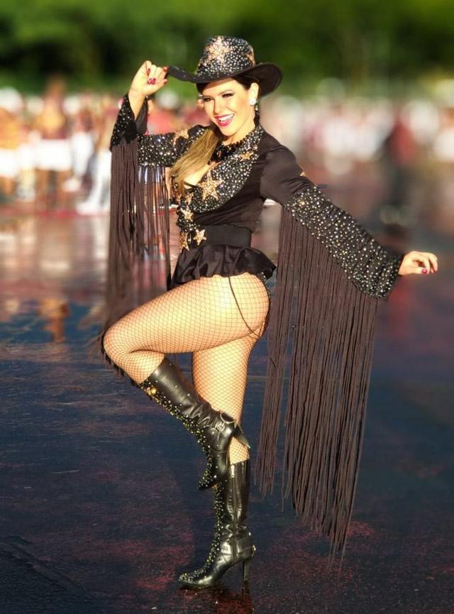 Tânia Oliveira usou look de cowboy girl durante ensaio técnico. Foto: Renato Cipriano