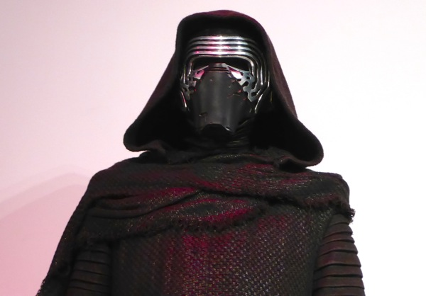 Kylo Ren mask Star Wars Force Awakens