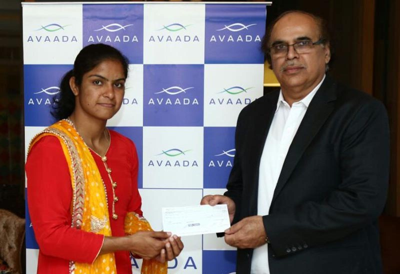 Gold Medal winner at the Senior Asian Wrestling Championship 2018 Navjyot Kaur accepting a cheque for Rs 5 lakh from Avadaa Power Pvt Limited