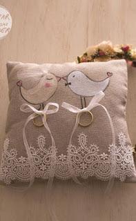 Cuscino portafedi dipinto