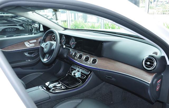 Mercedes E200 có  Đèn viền nội thất 64 màu