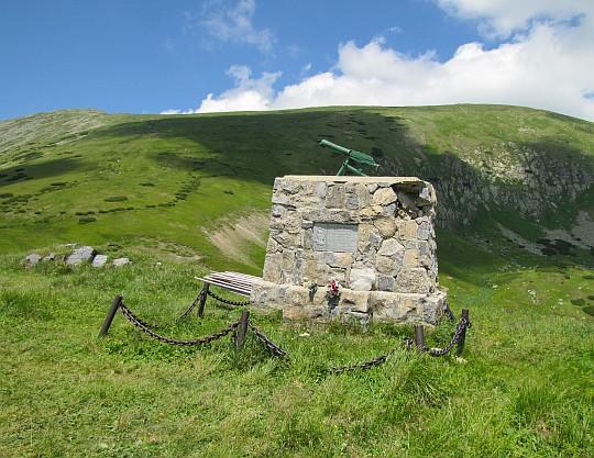 Obelisk przy Chacie gen. M.R.Štefánika poświęcony słowackim partyzantom.