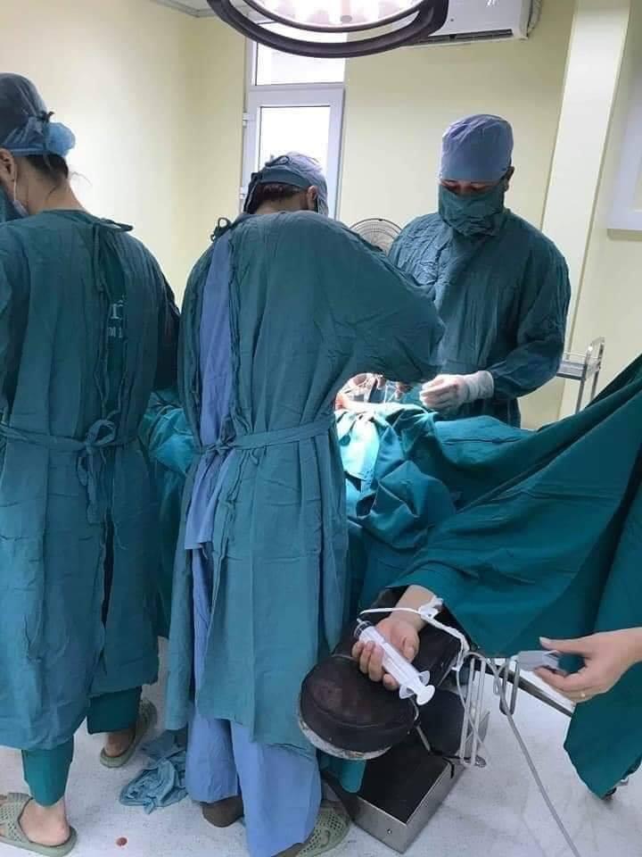 Công cụ hỗ trợ mổ đẻ cho thai sản