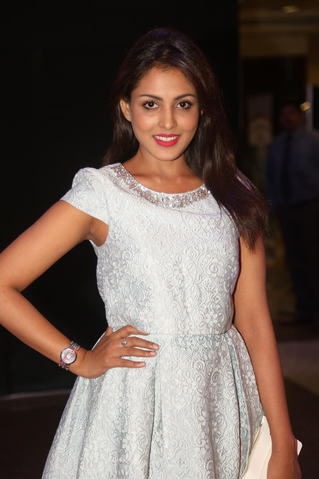 Madhu Shalini Latest Hot Legs Showing