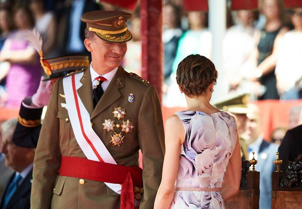 Queen Letizia attend a Military Event, Letizia wore Hugo Boss Floral Dress, Felipe Varela Clutc bag, Tous Jewelers, Magrit shoes