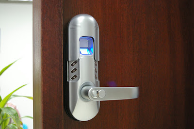 Kunci Pintu Rumah: Kunci Pintu Otomatis