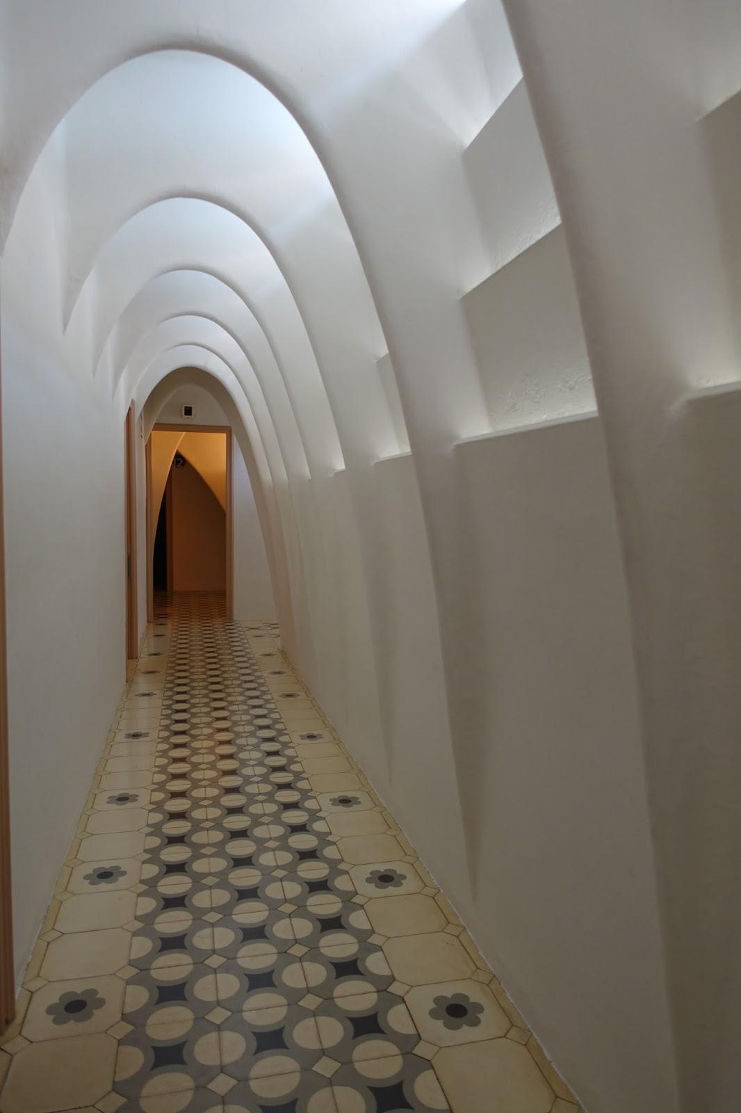 カサ・バトリョ(Casa Batlló) 屋根裏の回廊