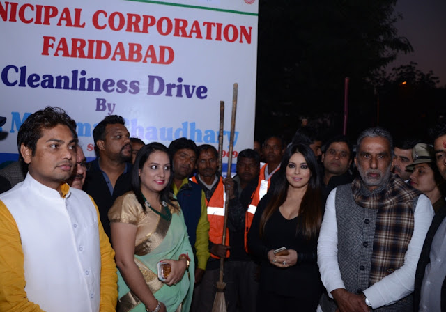 MCF Commissionert Sonal Goyal, Mahima Chaudhary and Minister of State for Social Justice and Empowerment Mr. Kishan Pal Gujjar during cleanliness drive programme