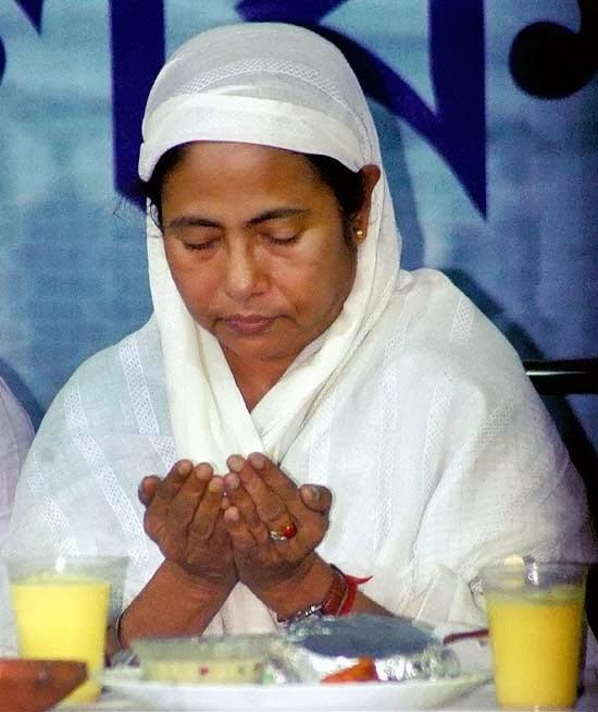 பள்ளிகளில் சுதந்திர தினக் கொண்டாட்டம்: மேற்கு வங்க மம்தா அரசு எதிர்ப்பு