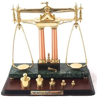 <<Equilibridad>> más que anglicismo es arcaísmo