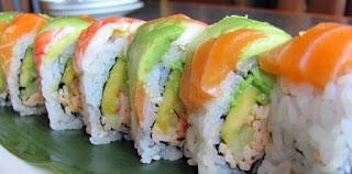 Salmon & Avokado Sushi Roll