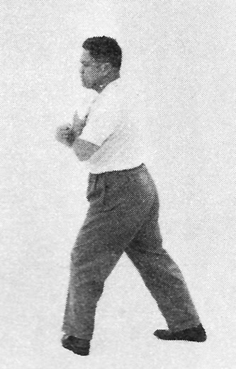Tai Chi Chuan (Square Form) 47. Turn Body And Swing Fist