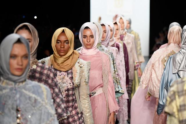 https://4.bp.blogspot.com/-kfym72GAIbc/V-Den5QNd9I/AAAAAAAACok/Fg4EHHiBlp0_n15mX1q-rn5FOahiBTzowCLcB/s1600/jilbab-fashion-show-di-new-york.jpg