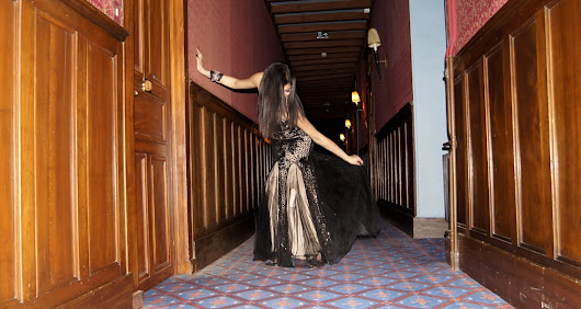Princesse in black in the castle