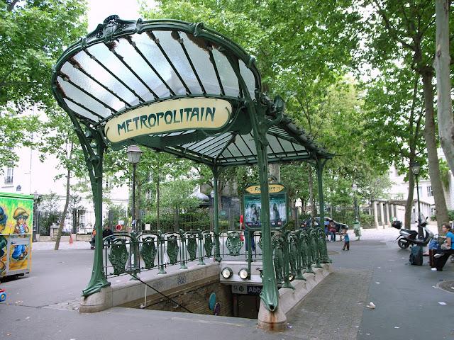 Entrada do metrô em Paris
