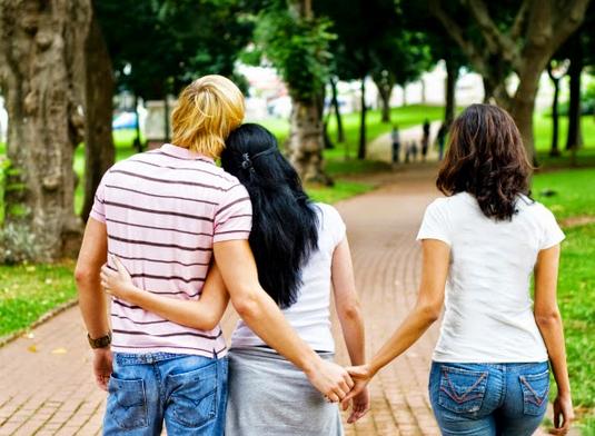 Jika Harus Memilih Antara Dua Wanita Yang Menyukai ? Maka Cobalah Seperti Berikut