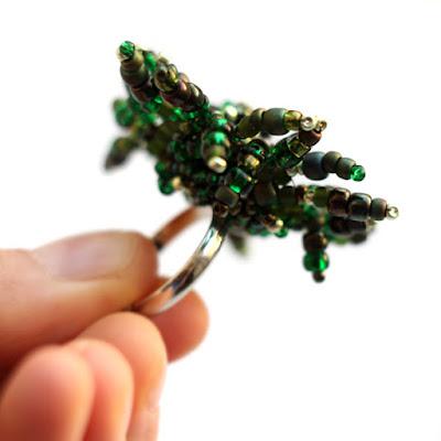 купить авторскую бижутерия зеленого цвета большое кольцо массивное кольцо