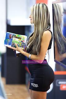image La mujer va en topless en calles públicas parte 2