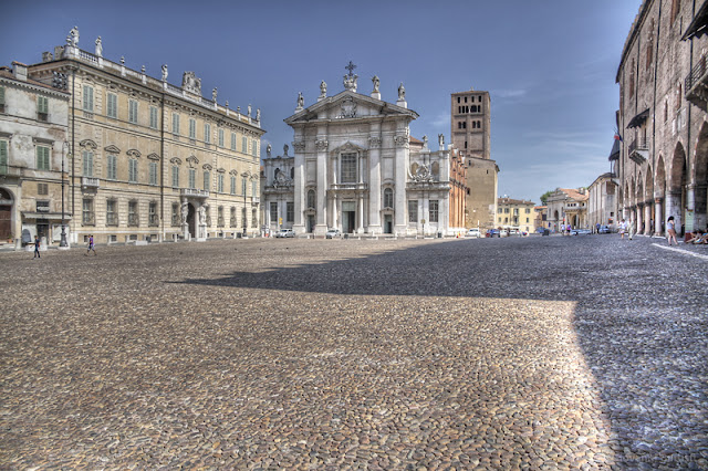 Fotografia in HDR di Piazza Sordello e del Duomo di Mantova