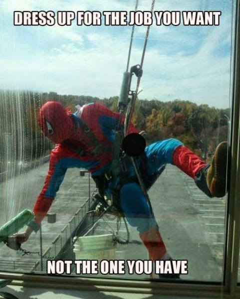 Hombre araña trabajando