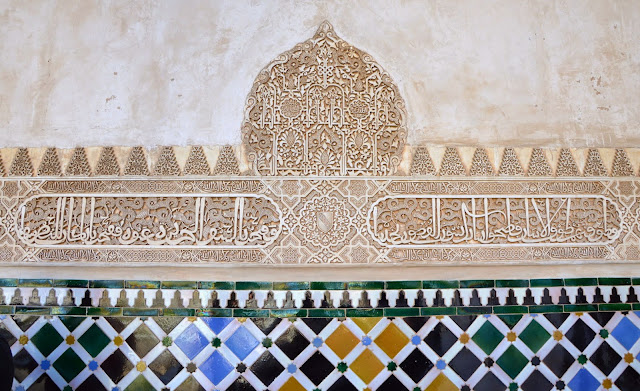 Arabskie napisy na Alhambrze