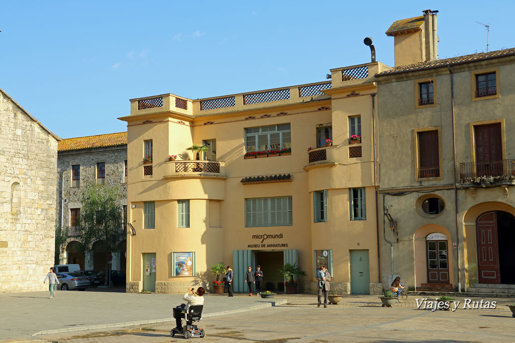 Micromundi en Plaza de San pedro, Besaú, Girona