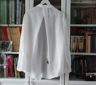Lovelea's blouse with hole