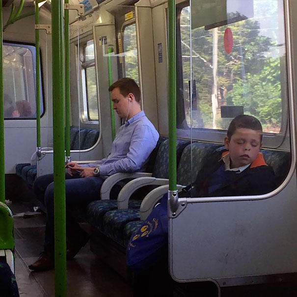 15+ Hilarious Pics That Prove Kids Can Sleep Anywhere - Napping In A Train