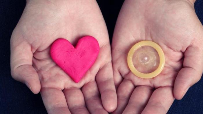 Masalah dan Pro-Kontra Kondom di Indonesia