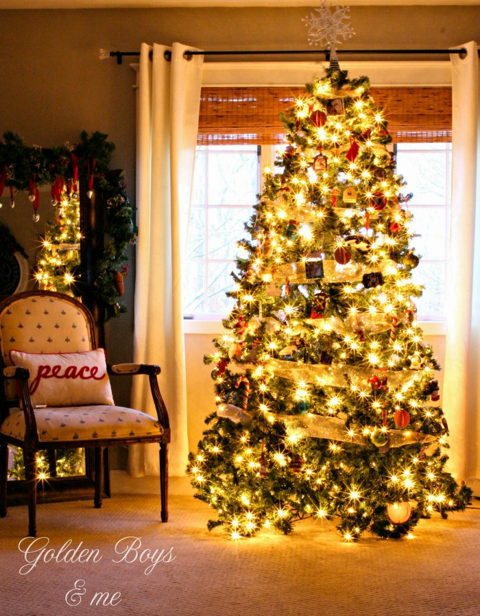 Master bedroom Christmas tree - www.goldenboysandme.com
