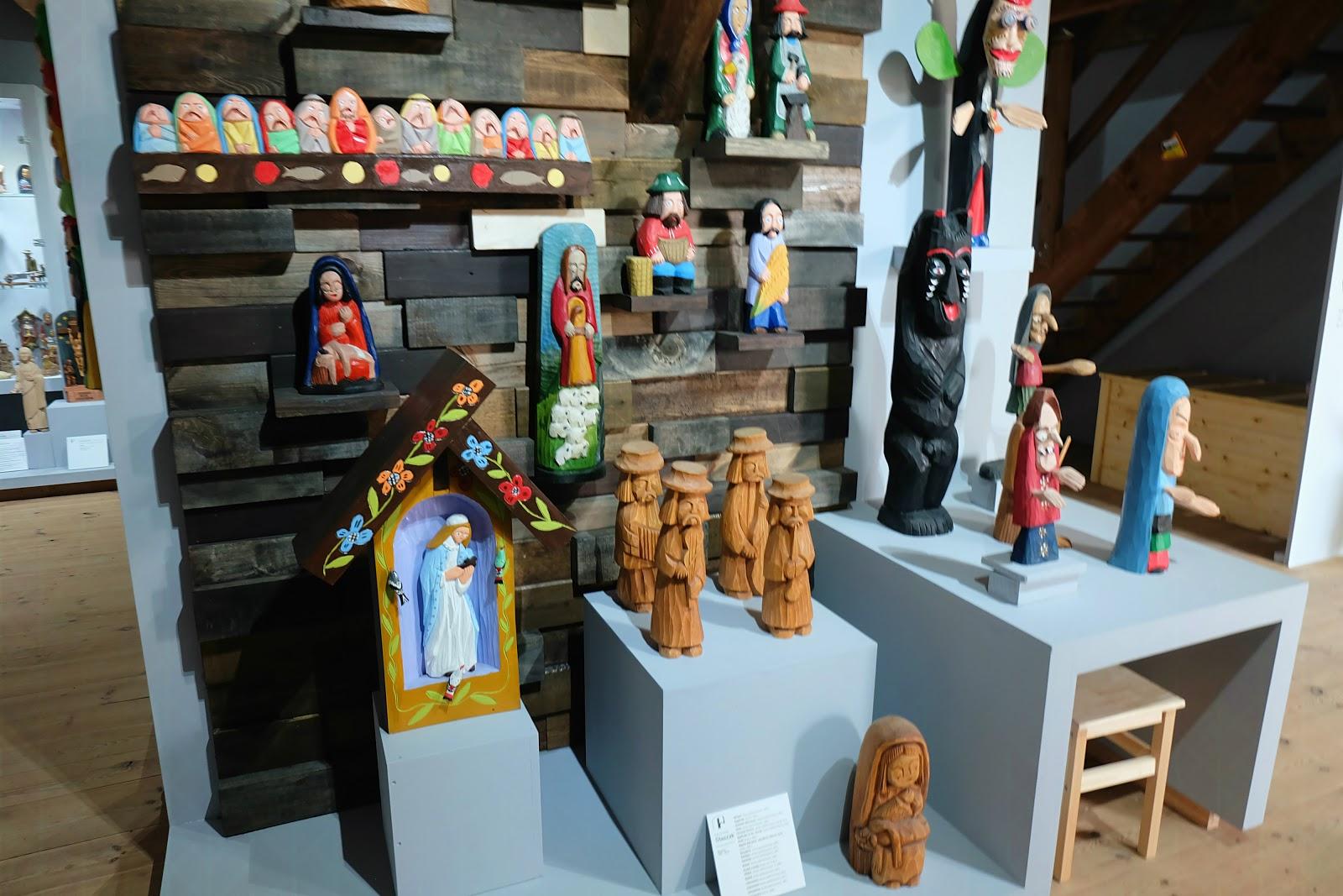 wystawa rzeźby Wielkopolski w Muzeum Pierwszych Piastów na Lednicy