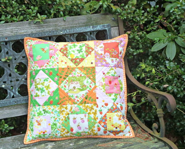 alidiza: Busy As A Bee - Briar Rose Economy Block Pillow