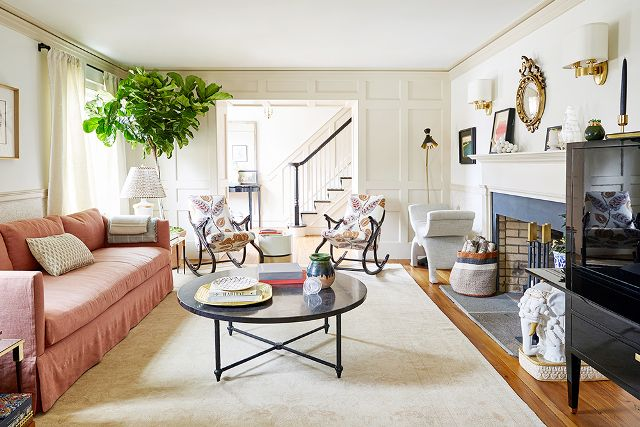 Gorgeous living room in Connecticut farmhouse of Debbie Propst of One King's Lane - found on Hello Lovely Studio