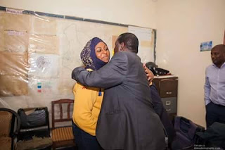 Aisha Jumwa with Cord Leader Raila Odinga hugging after she was realised from Prison. PHOTO | Courtesy