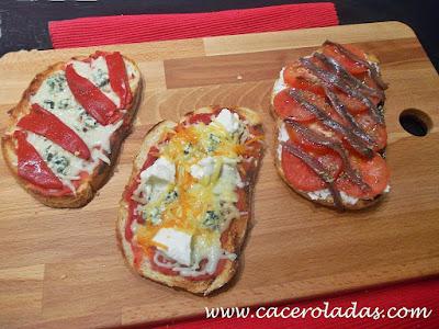 tostas variadas con queso