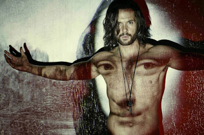 "Tom Riley at Leonardo Da Vinci in the Starz show ""Da Vinci's Demons"""
