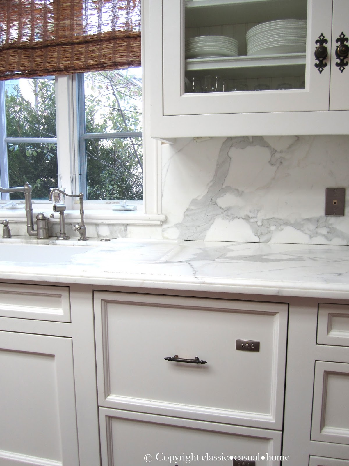 Classic White Kitchen Backsplashes