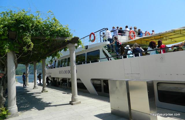 Barco que faz a rota Peso da Régua-Pinhão pelo Rio Douro