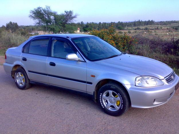 Honda Civic 2000 As The Most Famous Economy Car