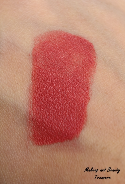 sugar-vivid-lipstick-better-call-salmon-swatch