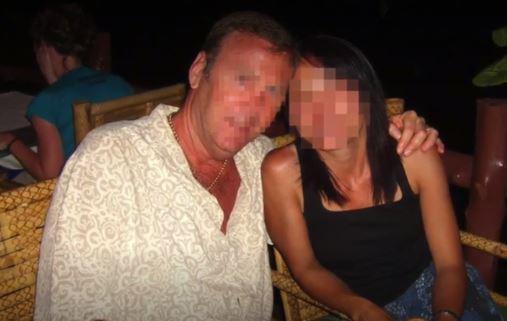 Hombre descubrió que vivía con otro hombre   después de 19 años de casados
