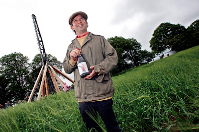 Journey's End sales & mktg director Rollo Gabb, the #trebuchet 2008 Syrah and the machine