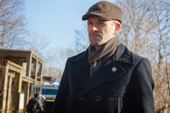 Elementary Sherlock Holmes deerstalker hat in Season 3 Episode 14 The Female of the Species