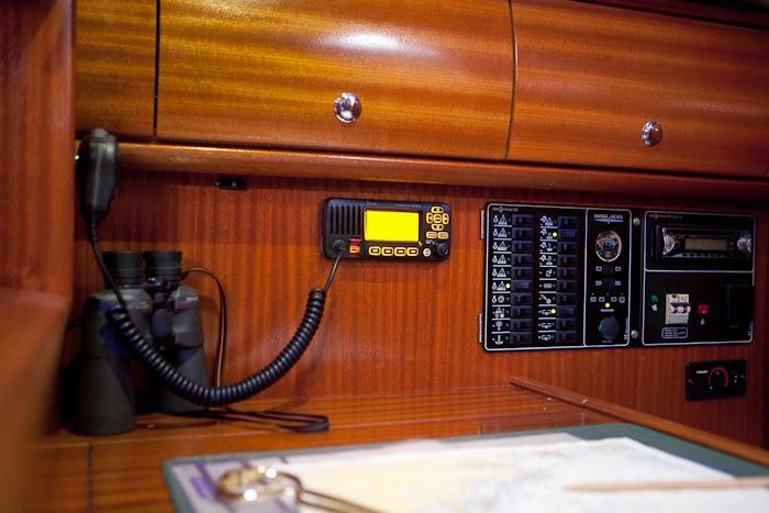 iCom VHF montert ved kartbordet